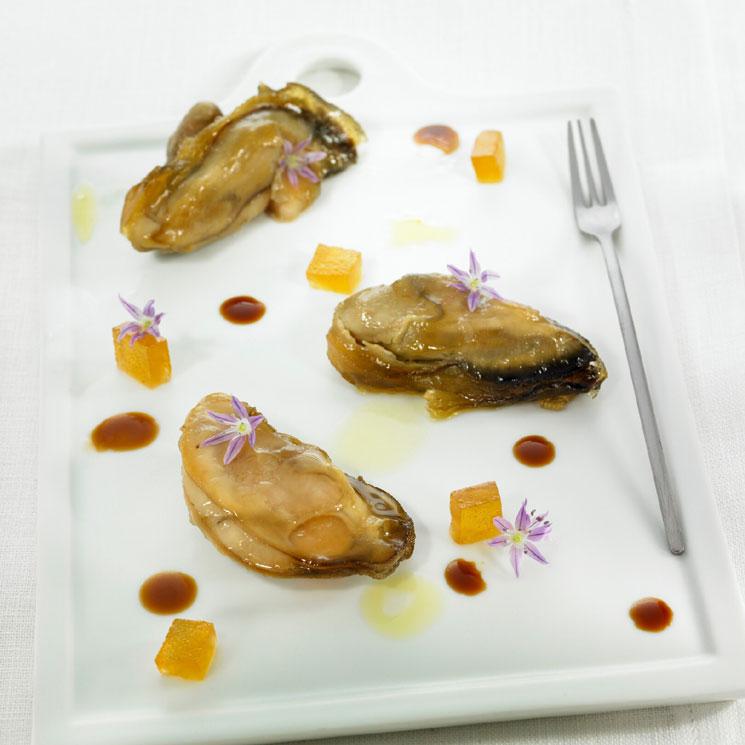 Ostras marinadas con miel y soja y gelatina de amontillado