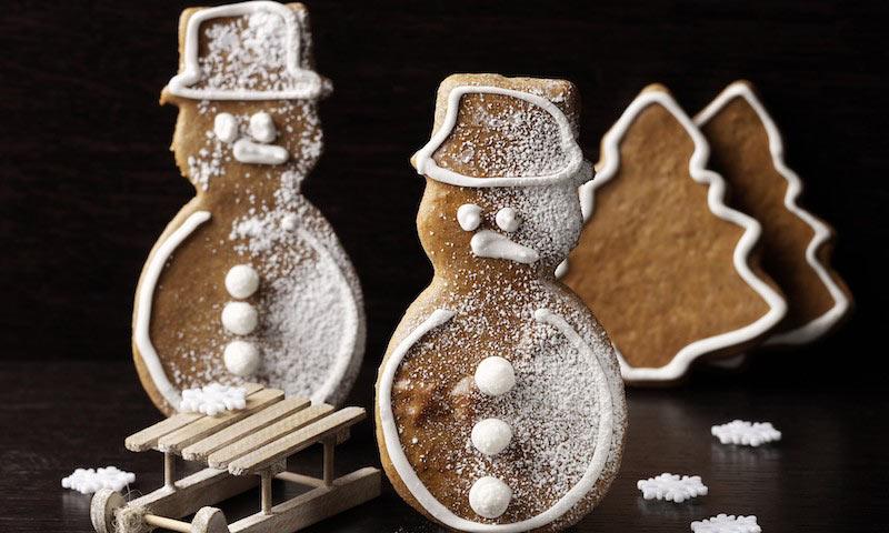 Muñecos de nieve y árboles de Navidad de jengibre
