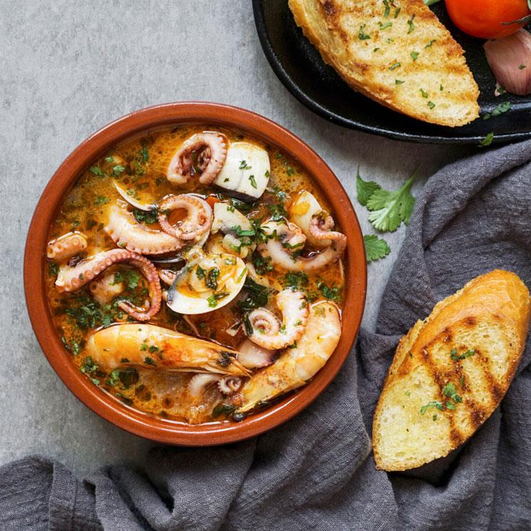 Sopa de pulpo con langostinos y almejas