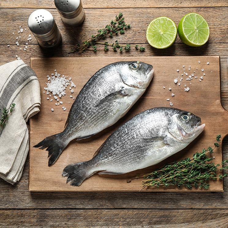 Dorada a la sal con hierbas y ralladura de limón