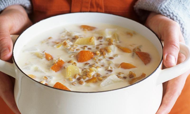 Sopa de espelta con zanahoria y patata
