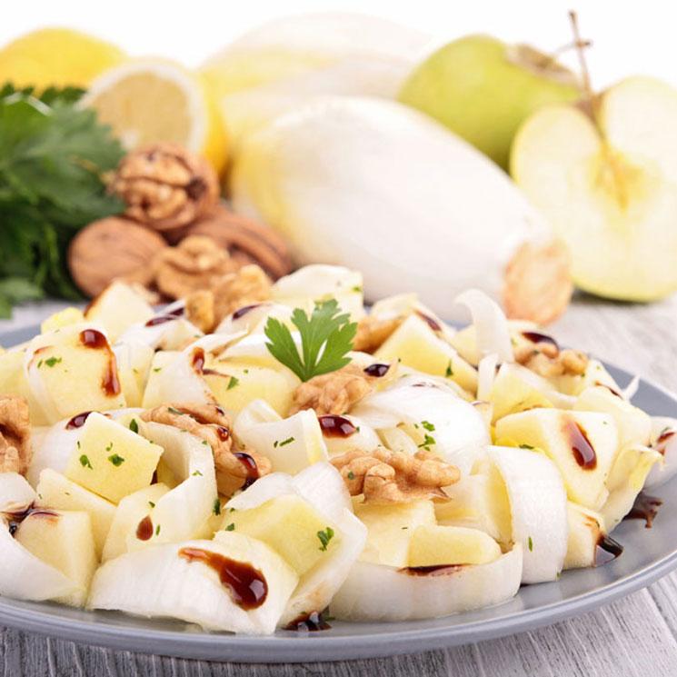 Ensalada de endivias, nueces y manzana