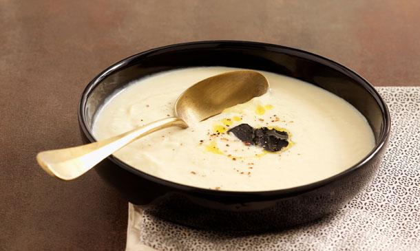 Crema de nabo y patata perfumada con trufa