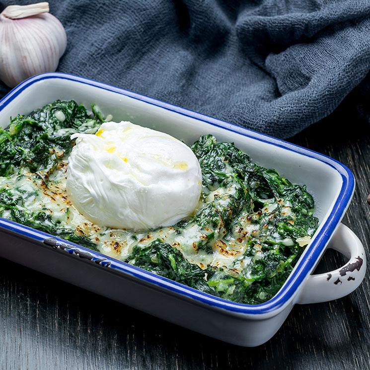 Espinacas a la crema con parmesano y huevo poché
