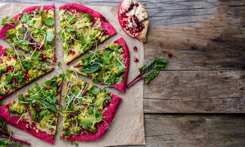 Pizza con base de remolacha