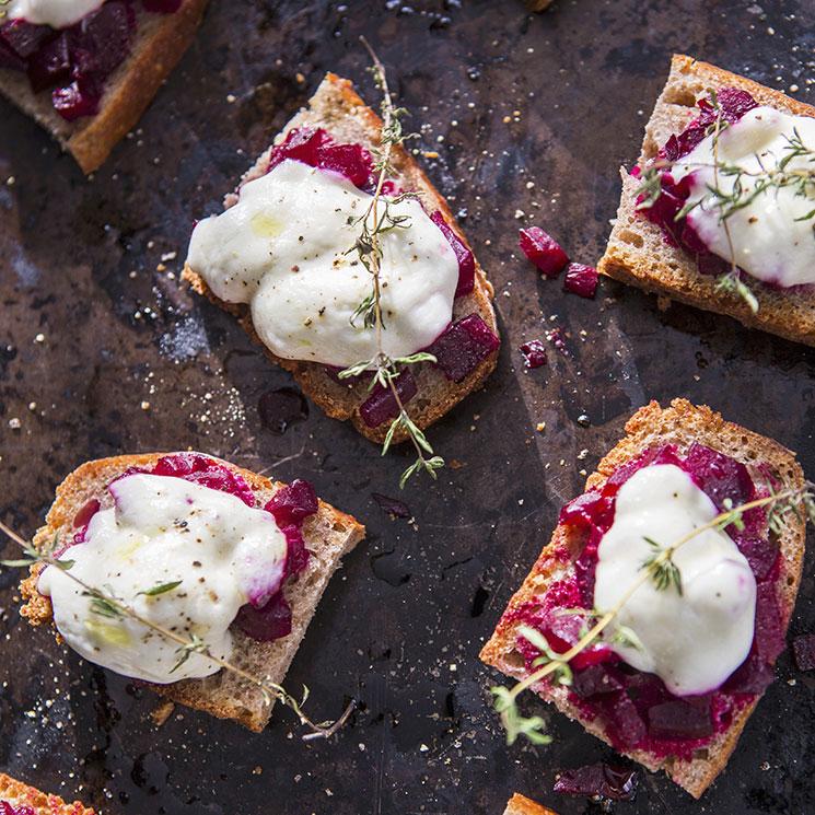 Tosta de remolacha con mousse de queso