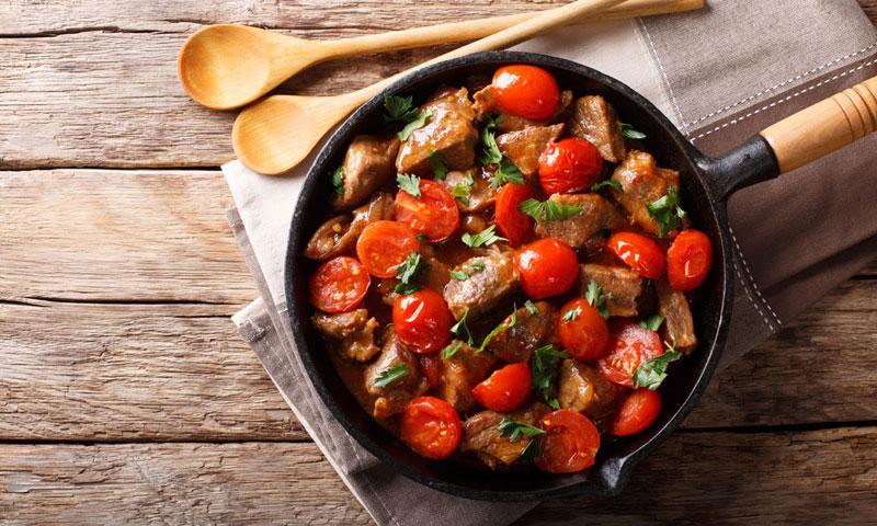 Ternera en salsa picante con tomates cherry