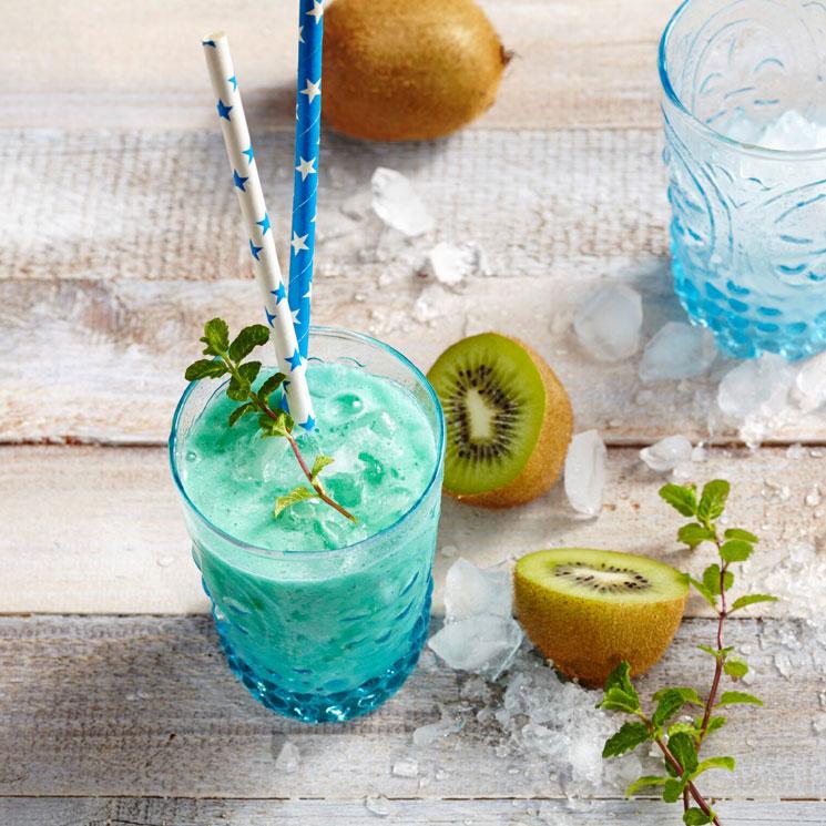 'Mocktail' de coco, piña, kiwi y curaçao