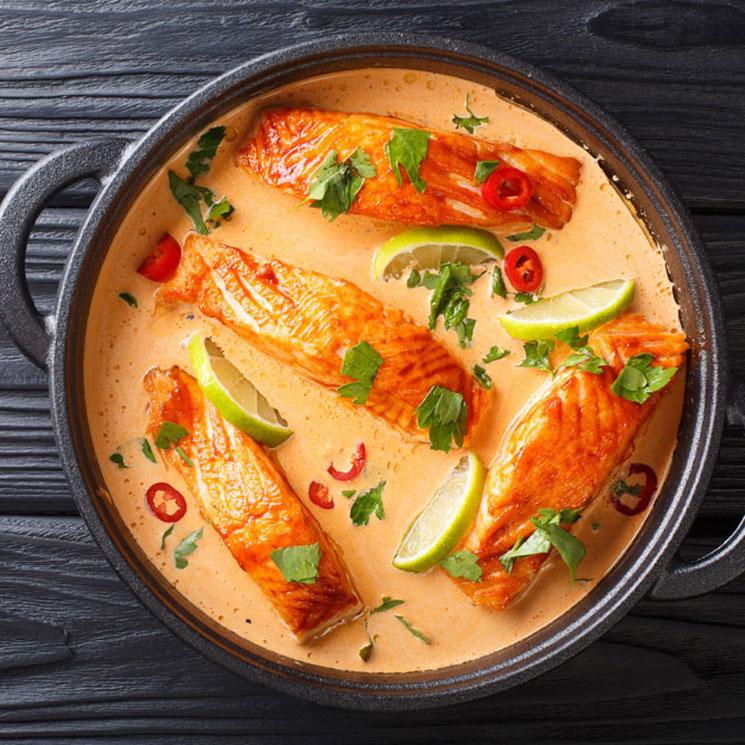 'Spicy curry thai' de salmón con coco y lima