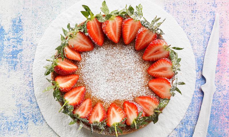 Tarta de almendra con fresas