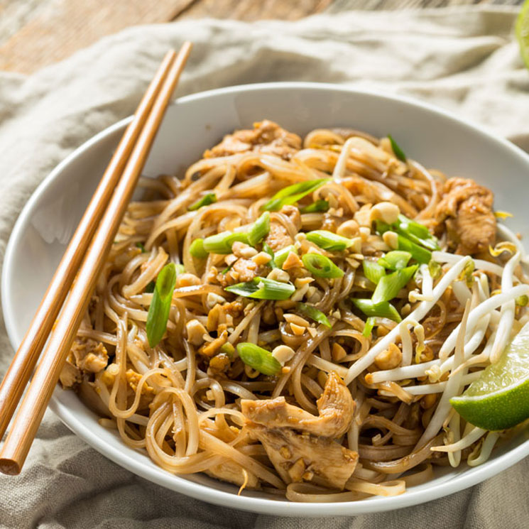 'Pad thai' de pollo con 'noodles' de arroz