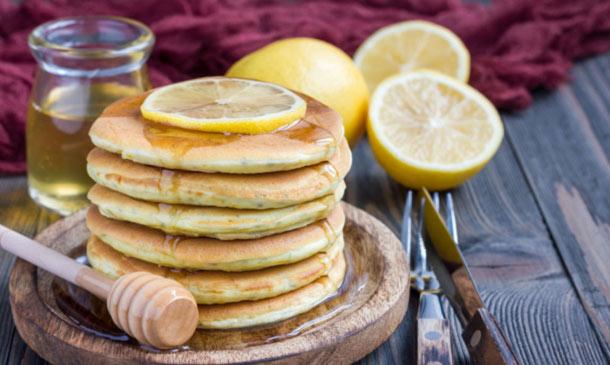 Tortitas de chía y limón con miel de romero