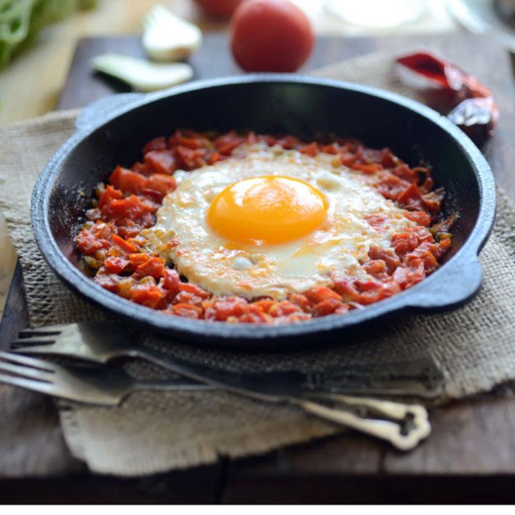 Huevos con pisto al microondas