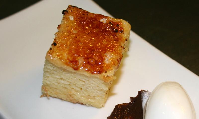 Torrija 'brioche' con helado de vainilla