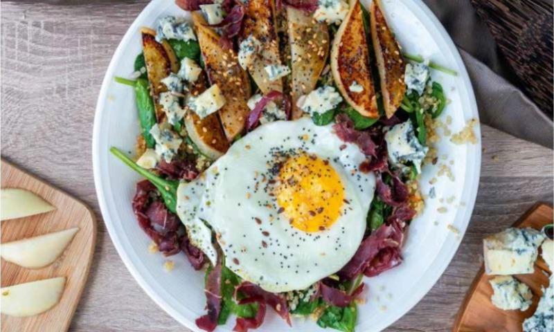 Ensalada de cecina, queso y huevo