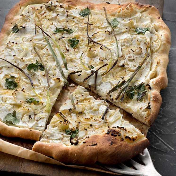Pizza con coliflor y queso 'ricotta'