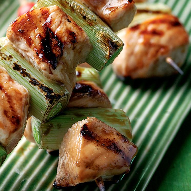 Brochetitas 'yakitori' de pollo y cebolleta