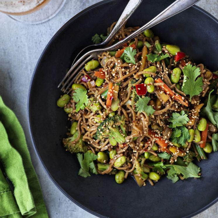 'Noodles' con verduras y edamame