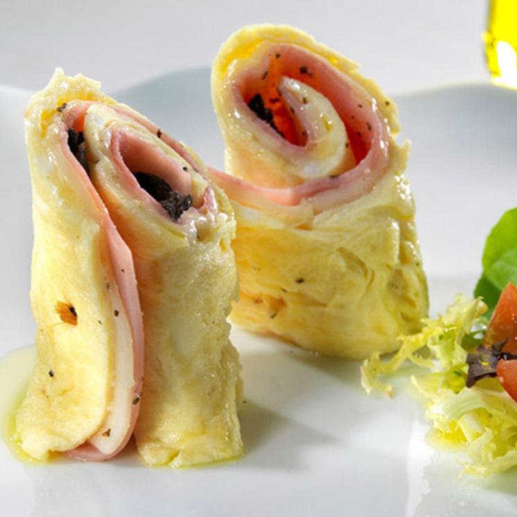 Rollitos de tortilla con jamón y queso