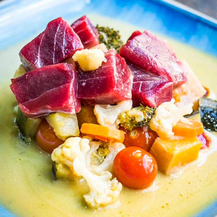 Curry de atún rojo con verduras