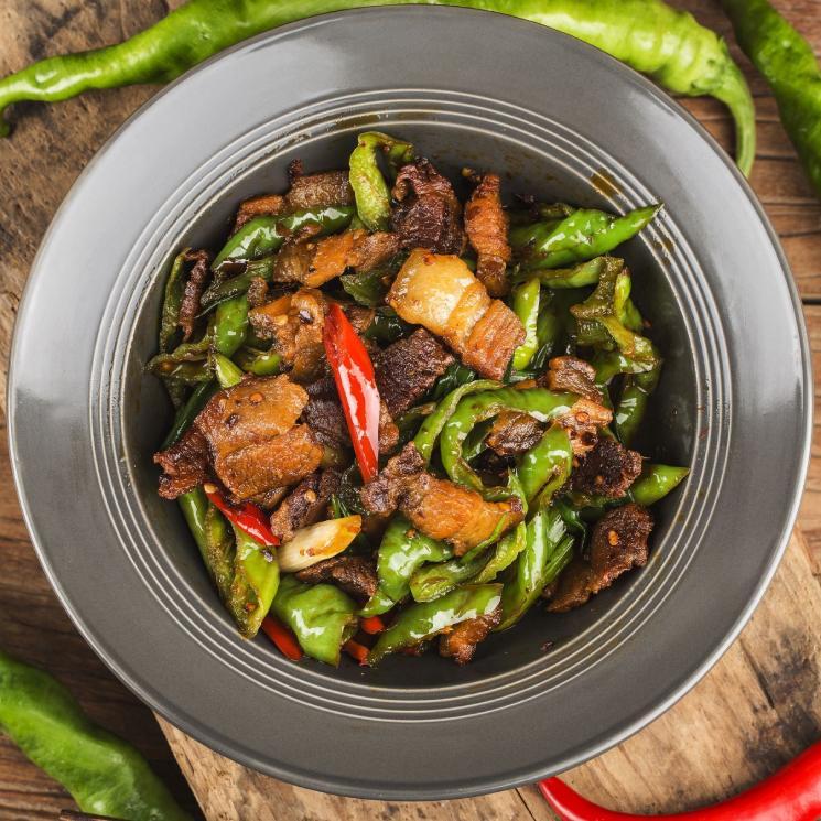 Panceta de cerdo picante de Sichuán con pimiento