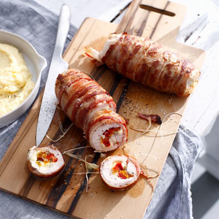 Pollo relleno de verduras y queso con puré de patata