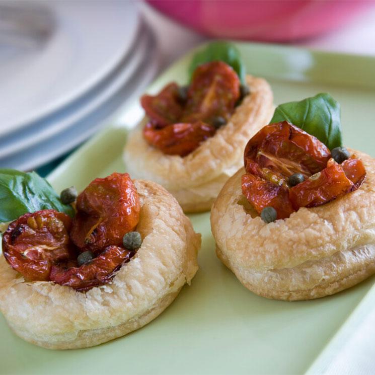 Tartaletas de salmorejo con tomates secos