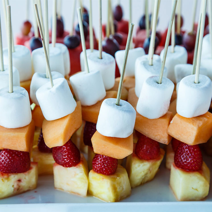 Brochetas De Fruta Y Marshmallows