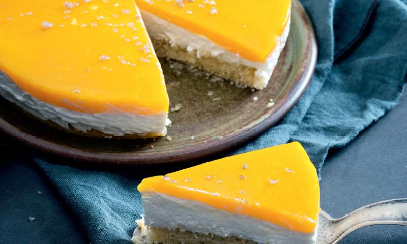 Tarta de queso y bayas amarillas