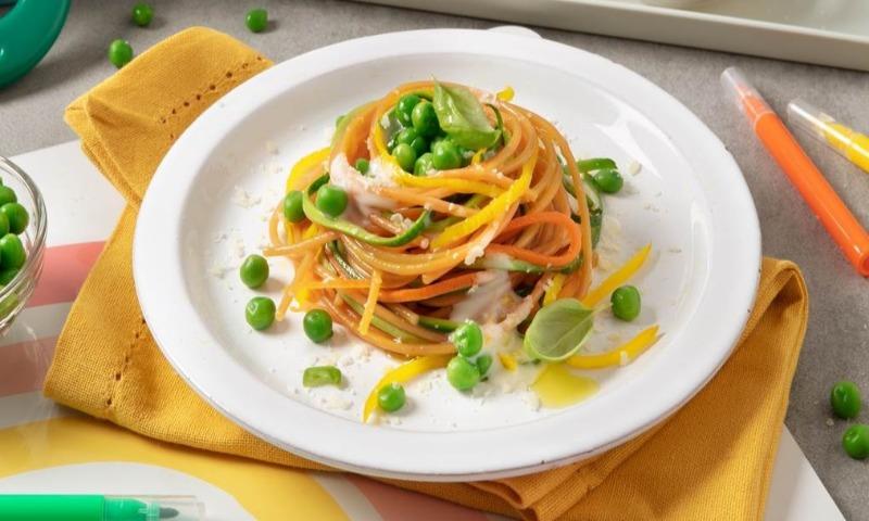 Espaguetis integrales con verduras y crema de queso