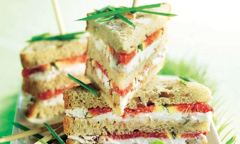 Sándwich Club de higos y queso de cabra