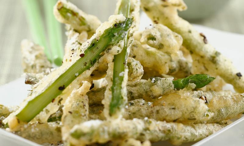 Espárragos verdes en tempura al té'matcha'