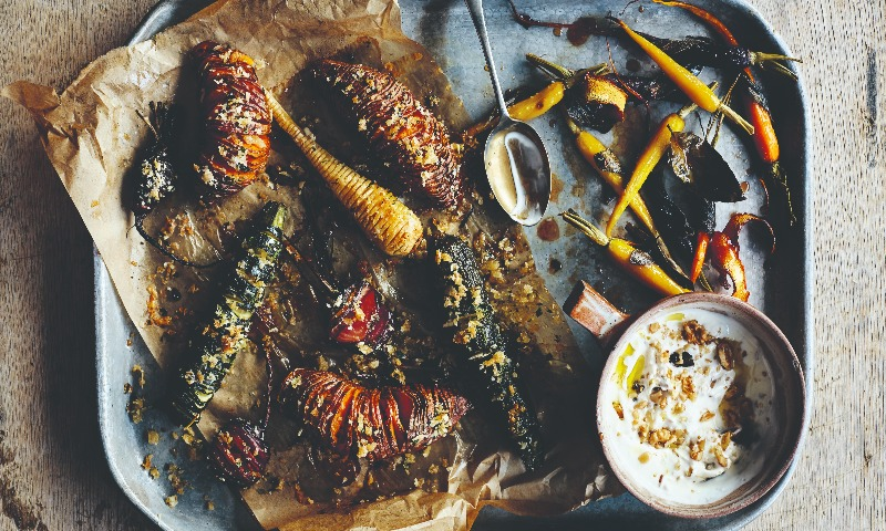 Verduras 'Hasselback' con zanahorias a la salvia