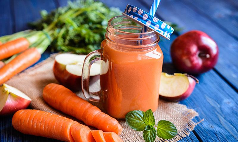 'Smoothie' de zanahoria y manzana