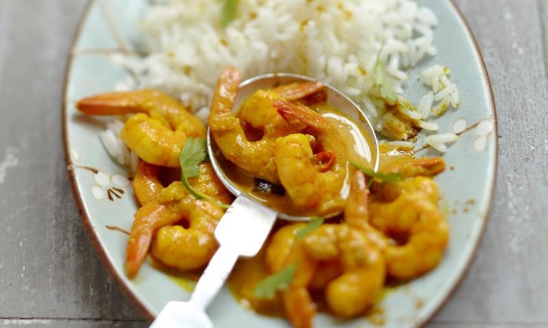 Arroz rápido con curry y gambas