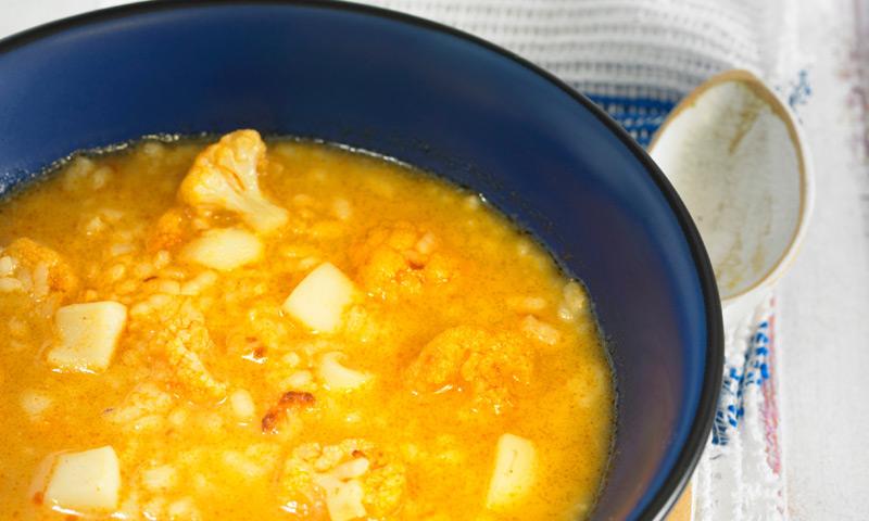 Arroz caldoso de coliflor y calamares