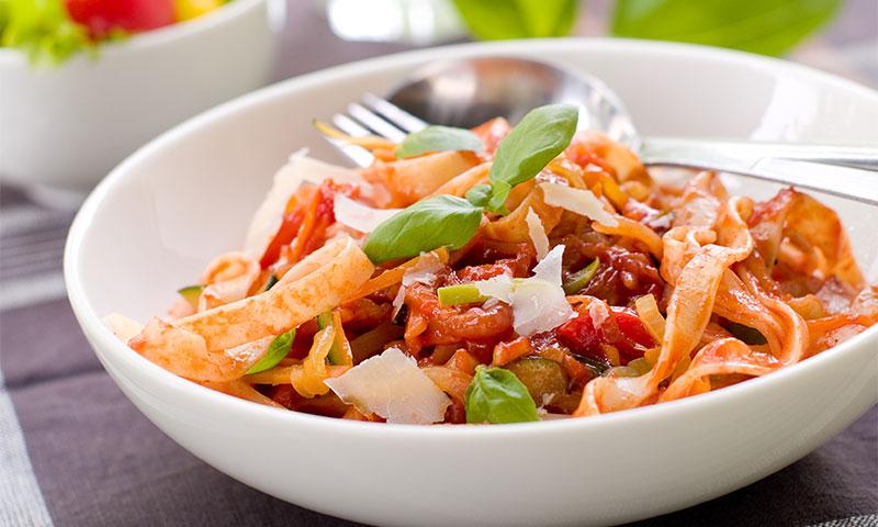 Tallarines sin gluten con verduras