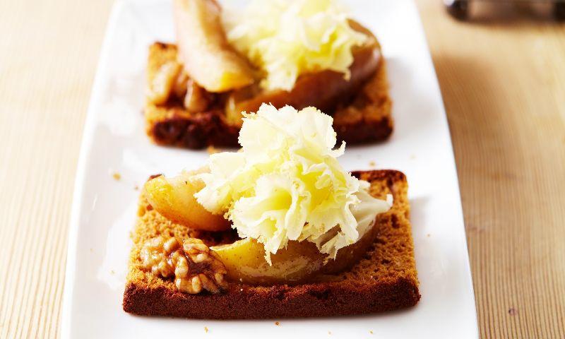 'Chutney' de pera con queso y pan de jengibre