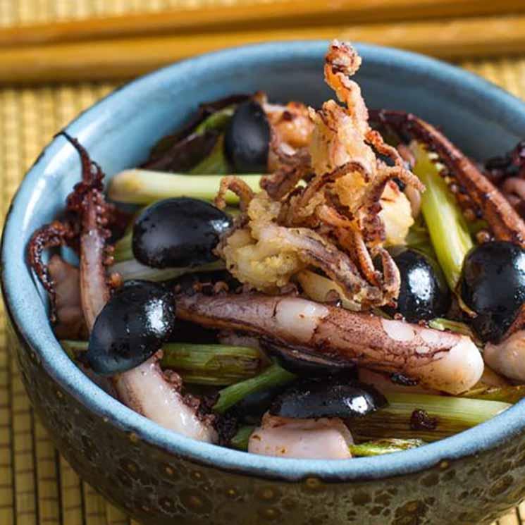 Salteado de calamar y aceitunas