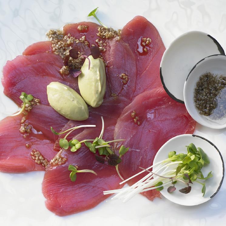 'Carpaccio'de atún rojo con'quenelle'de puré de aguacate