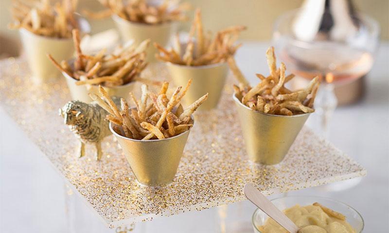 Bastoncitos de champiñón en tempura con mayonesa de trufa