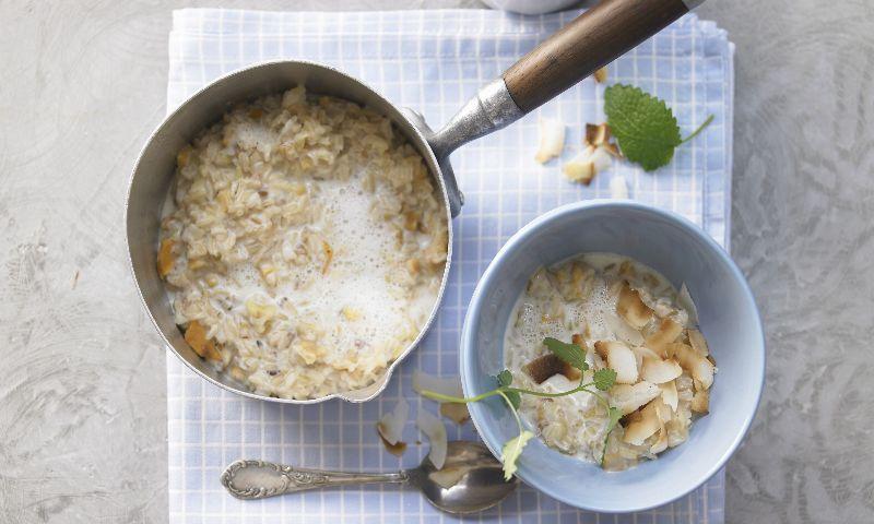'Porridge' de cebada con menta y coco