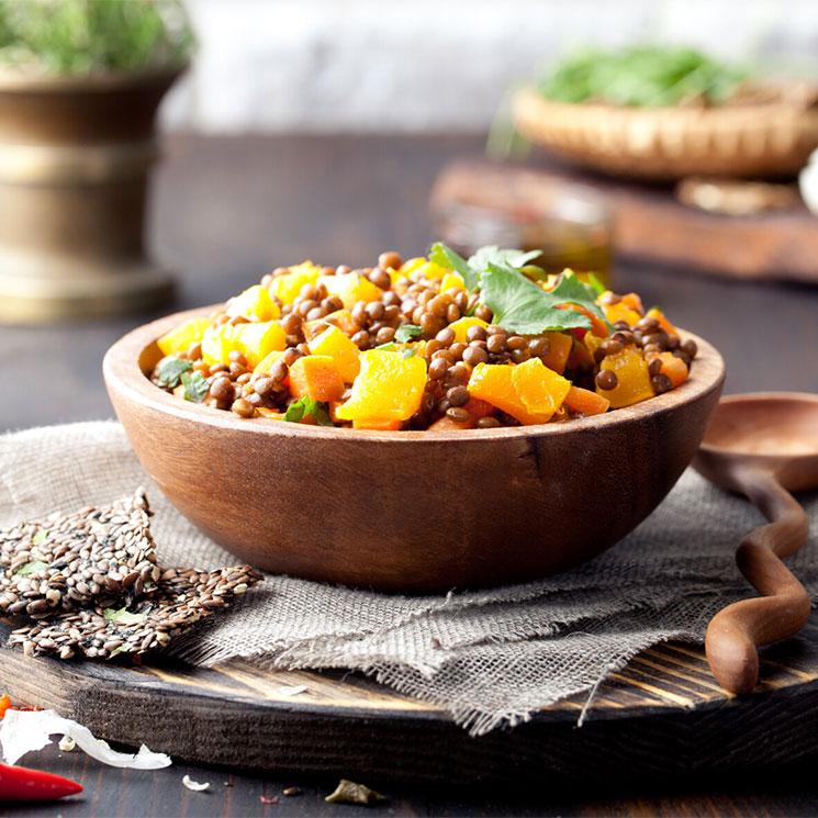 Curry de lentejas con calabaza y zanahoria asadas