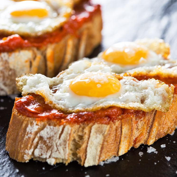 Canapés de sobrasada y huevo