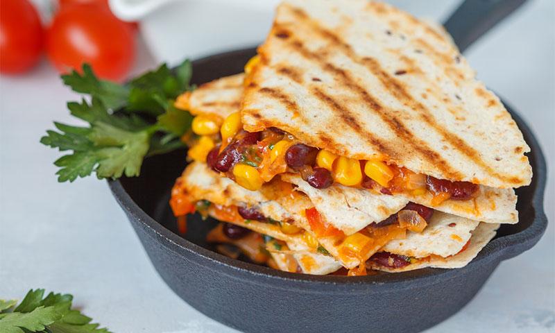 Quesadillas con maíz y frijoles