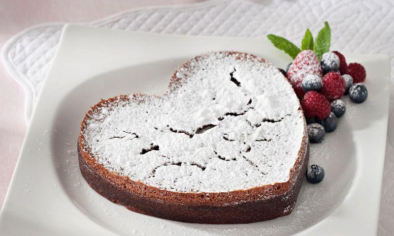 Bizcocho de chocolate en corazón