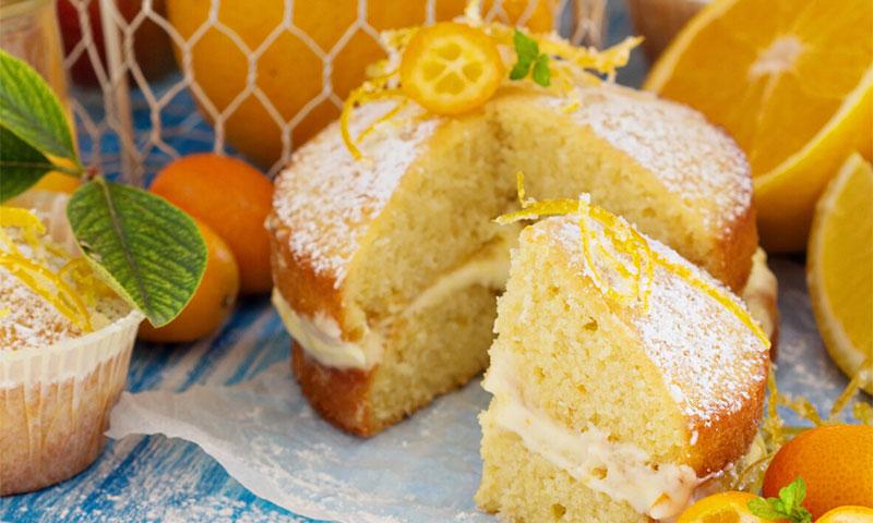Bizcocho de naranja relleno de crema pastelera