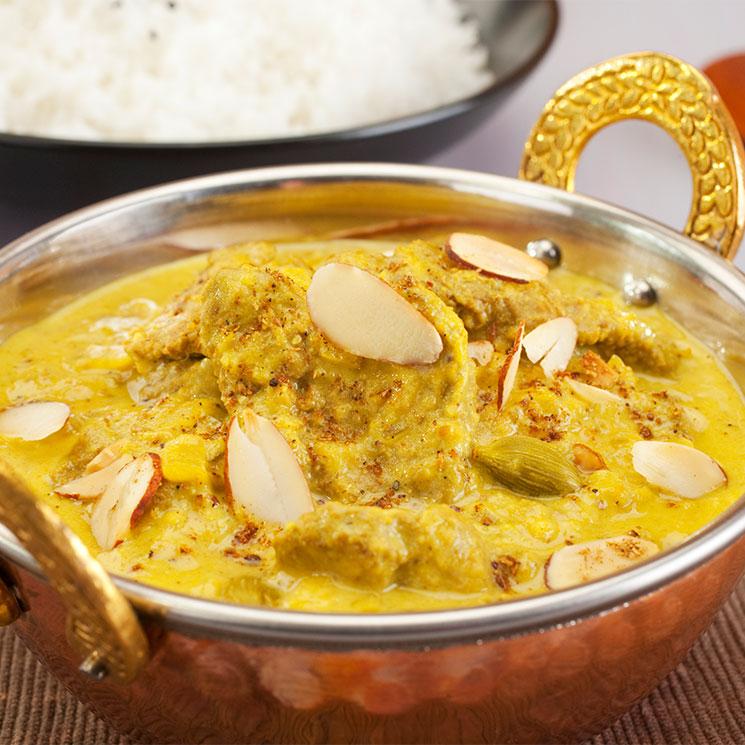 Cordero al curry con almendras