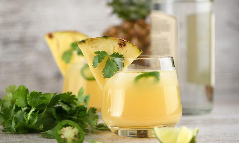 Margarita de piña y jalapeño con jengibre y cilantro