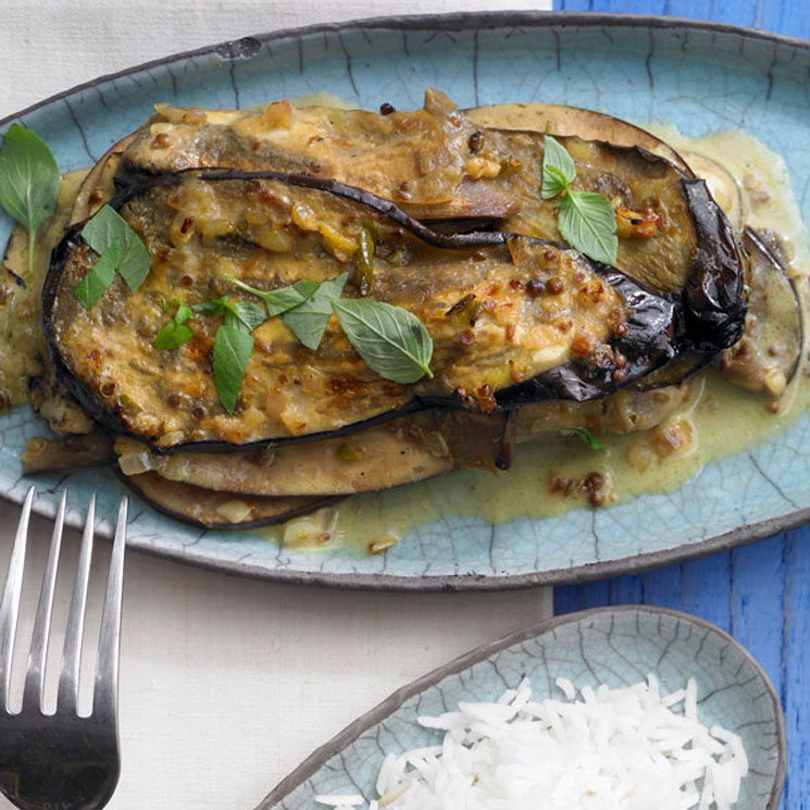 Curry de berenjena y leche de coco con arroz basmati